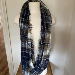 Accessories - Infinity plaid scarf